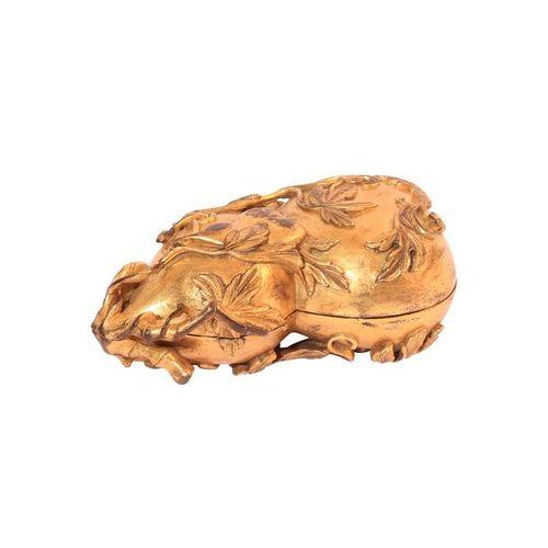 Chine, Boite en bronze doré en forme de calebasse (114 x 58 x 43 mm)