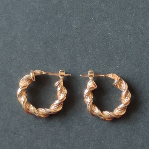 Pair of creole earrings in yellow gold 750°/°°, Weight : 1.5 g
