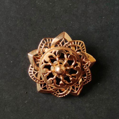 Yellow gold brooch 750°/°° openwork, Weight : 8.7 g