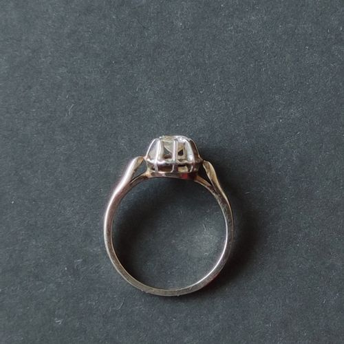RING in white gold 750°/°° and platinum set with a small cut diamond, Gross weig…