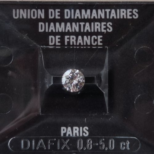 Diamond Brillant size under seal with a weight of 0.69 carat Color : F purity : …