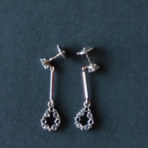 Pair of earrings in white gold 750°/°°° each set with cut diamonds and small sap…