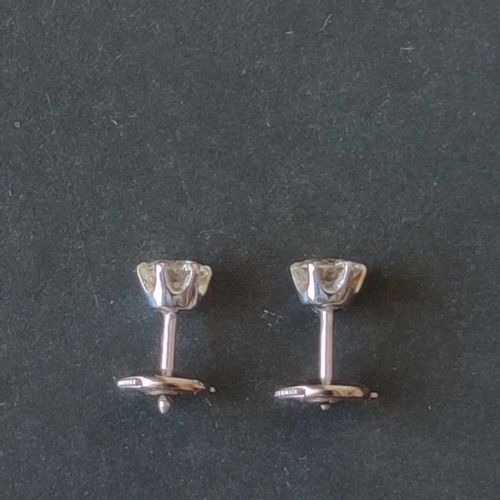 Pair of ear studs in white gold 750 °/°° each set with a brilliant cut diamond G…