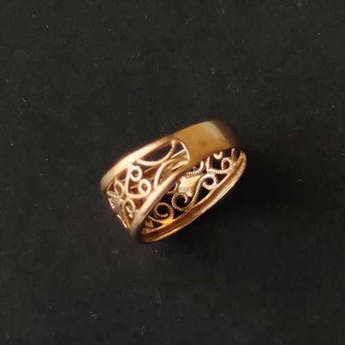 Yellow gold ring 750°/°° with openwork decoration of interlaces. Weight : 3.6 g