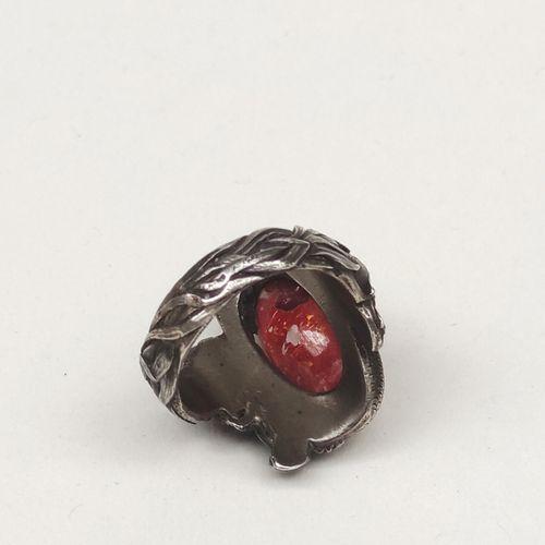 LOT comprenant : BOITE ronde en écaille brune le couvercle orné d'une miniature …