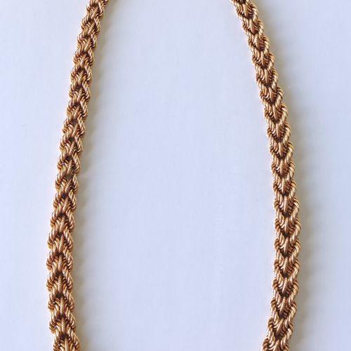 COLLIER en or jaune 750°/°° à motif de chevrons dégressifs tressés Long. : 44 cm…