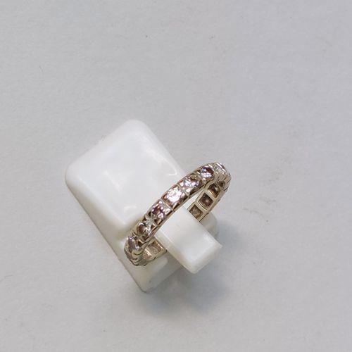 Alliance en or blanc 750°/00 avec suites de diamants, Poids brut : 2.8 g