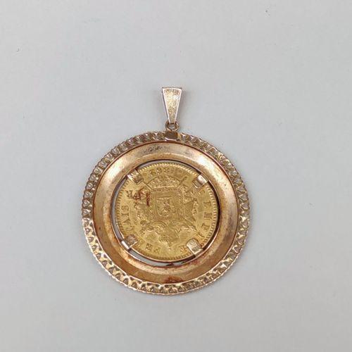 PENDENTIF en or jaune 750 °/°° de forme ronde à bordure en frise de coeurs ajour…