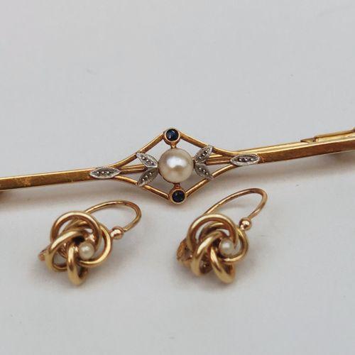 Broche en or jaune 750°/°° sertie d'une perle de culture, Poids brut : 3 g Paire…
