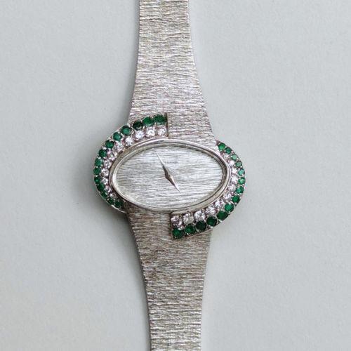 Montre bracelet de dame en or blanc 750°/00, marque ETERNA Lunette de forme oval…
