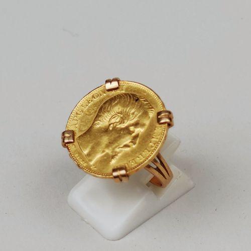 BAGUE en or jaune 750°/°° ornée d'une pièce de 20 Francs 1858 en or jaune NIII t…
