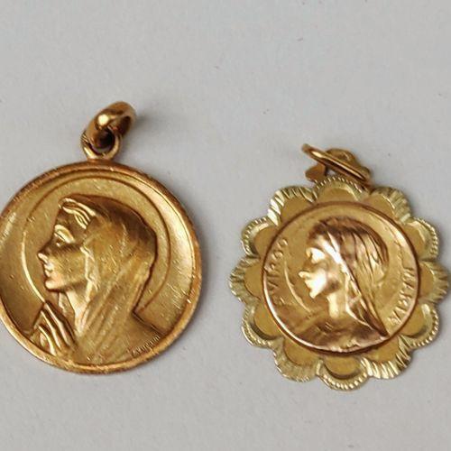 LOT de deux médailles à représentations de La Vierge en or jaune 750°/°° Poids :…