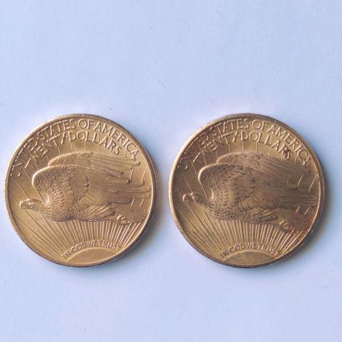 LOT de cinq pièces en or jaune USA comprenant : Deux pièces de 20 Dollars 1927 L…