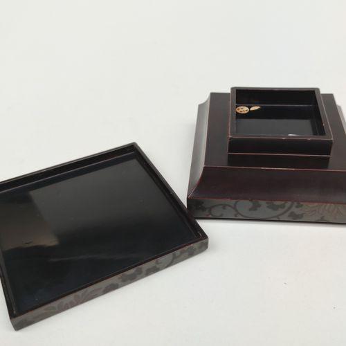 Petite boite carré en laque, JAPON MEIJI fin du XIXe siècle 6 X 12 X 12 cm (peti…