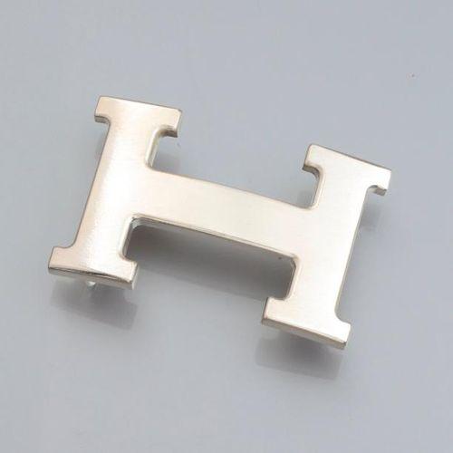 HERMES Boucle Constance en métal brossé, pour ceinture 35 mm. Signée, pochette