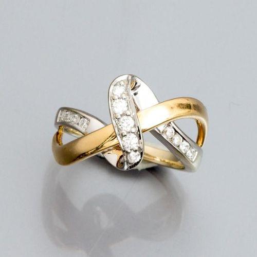 Bague ruban en or deux tons 585°/00, sertie de diamants . 4.90 g. TDD 49