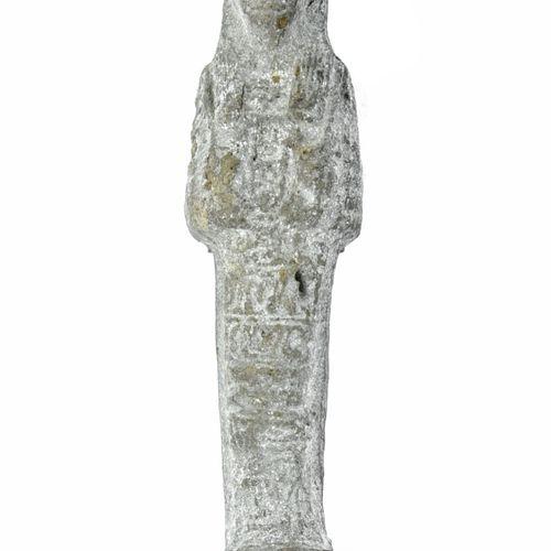 ÉGYPTE BASSE ÉPOQUE Ouchebti Statuette  In terracotta, represented standing, car…