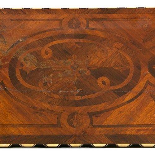 Petite table de bibliothèque de style Louis XIII en bois de placage, incrustatio…