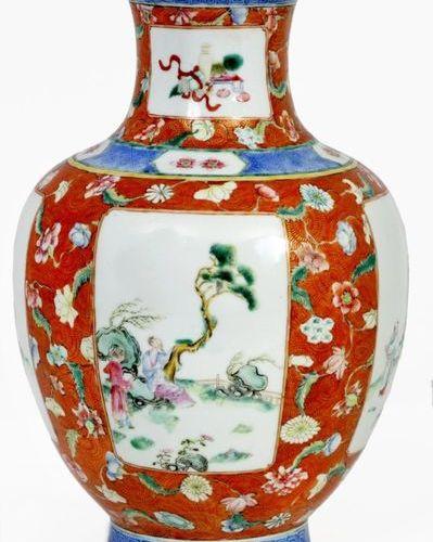 China, 19th century Porcelain globular thinking vase decorated in cartouches wit…