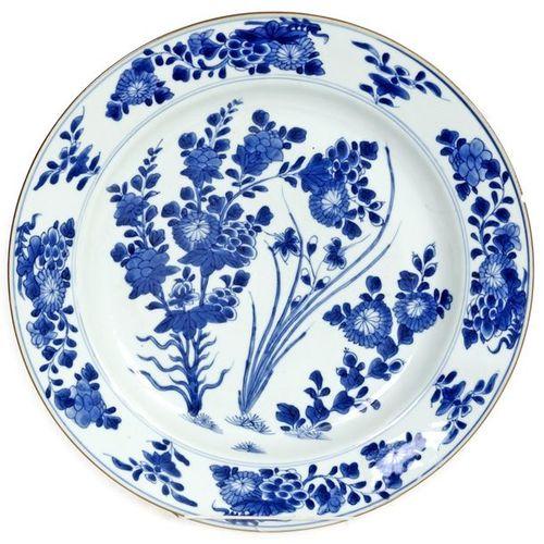 China, Kangxi period (1622 1722) Large porcelain dish decorated with blue white …