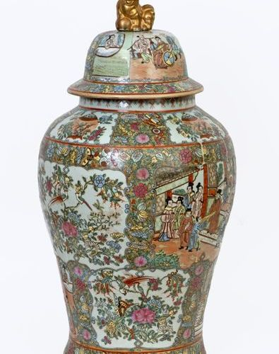 China, 20th century Pair of large covered Canton porcelain vases with various de…