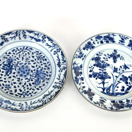 China, Kangxi period (1662 1722) Set of two porcelain dishes with floral decorat…