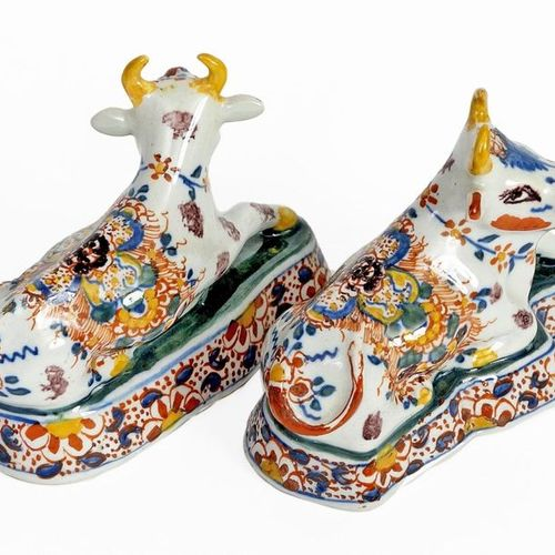 Lying cows Pair of small statuettes in polychrome Delft earthenware with floral …