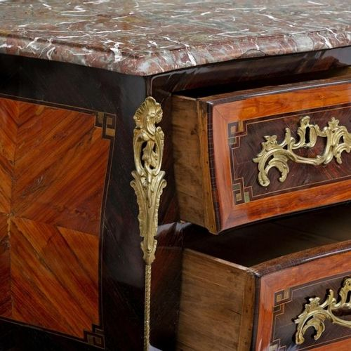"Louis XV style curved ""sauteuse"" chest of drawers in veneer wood and marquetry o…"