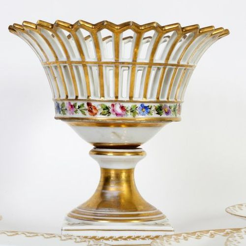 Openworked, partially gilded bowl on foot in white and gold Brussels porcelain w…