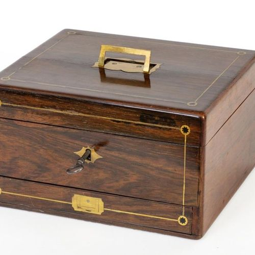 Travel case in rosewood veneer and copper nets containing a colourless glass, si…