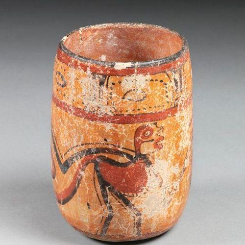 Vase présentant deux guenons en mouvement leur queue enroulée symbolisant le mou…