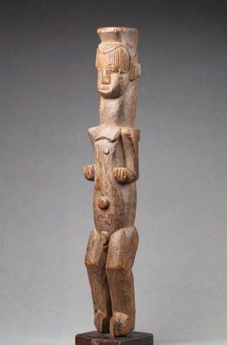 Statuette en bois avec anciennes marques et patine d'usage Igbo, Nigéria, premiè…