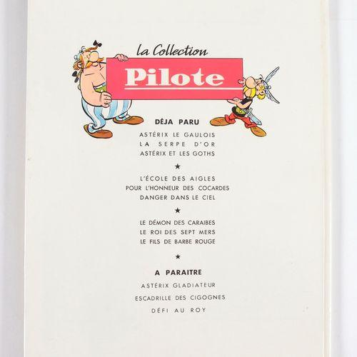 Astérix : La Serpe d'or, 1964 edition (Pilote, 12 titles). Very close to mint co…