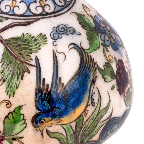 Vase Qâjâr, Iran, vers 1850 Bouteille à panse globulaire et haut col orné d'un r…
