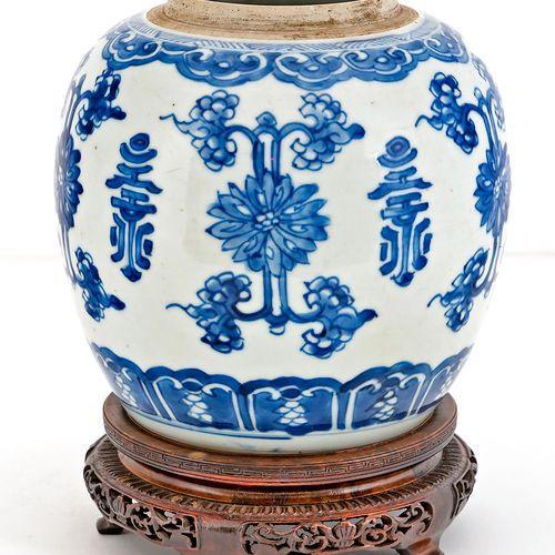 Chine, époque Kangxi (1662 1722) Pot à gingembre en porcelaine à décor en émaux …