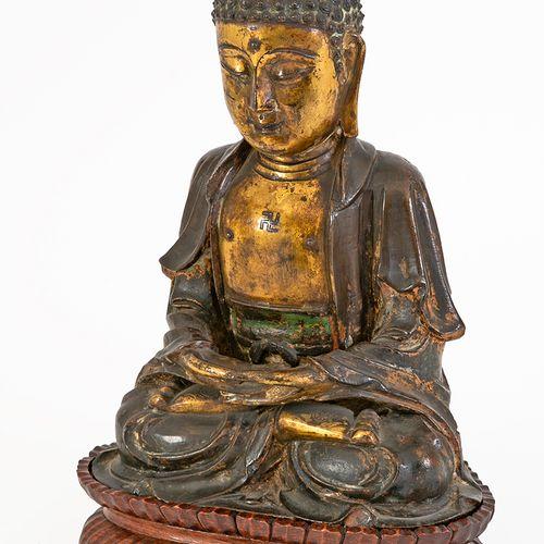 Chine, fin de la période Ming (1368 1644) Bouddha en bronze doré et anciennement…