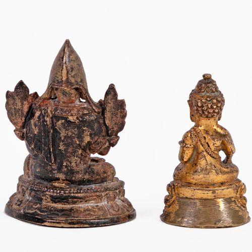 Tibet, XVIIIe siècle Lot de deux petites statuettes en bronze, l'une à patine fo…