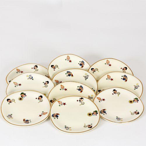 Hergé : CERANORD :Tintin, 10 petites assiettes à dessert beige avec bord doré, …