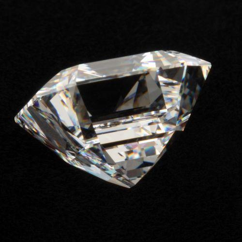 Remarquable diamant de 5,15 ct., couleur D, pureté VVS2, taille émeraude. Si l'o…