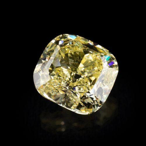 Diamant naturel jaune intense (Fancy Intense Yellow) de 5,61 ct., taille coussin…