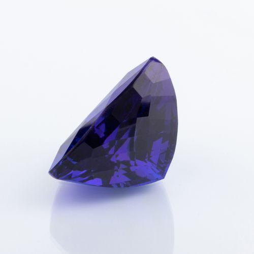 Tanzanite de 47,65 ct. Remarquable par sa couleur bleue saturée et sa taille tri…