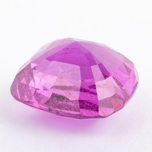 Saphir rose tirant sur le violet de 9 ct. Taille coussin modifié d'une couleur i…