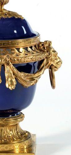 FRANCE Fin du XVIIIe début du XIXe siècle VASE POT POURRI «DANS LE GOÛT DE DULAC…