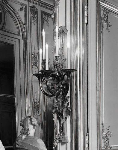 France, fin du XVIIIe siècle PAIRE DE GRANDES APPLIQUES AUX TROMPES DE CHASSE Br…