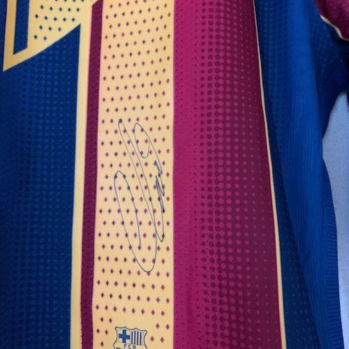 Ousmane DEMBELE,巴塞罗那俱乐部,官方球员球衣,长袖,前锋位置,号码:11,NIKE,黄蓝石榴石,分配给Ousmane DEMBELE,签名Osm…