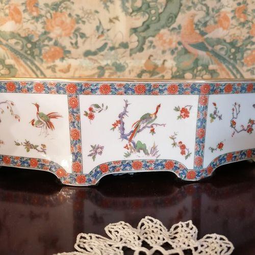 BERNARDAUD et CIE Jardinière octogonale en faïence de forme allongée, décor poly…