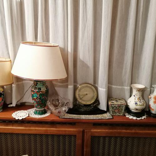 Ensemble cpt 2 pieds de lampe en porcelaine dans le gout chinois, vase chine déc…