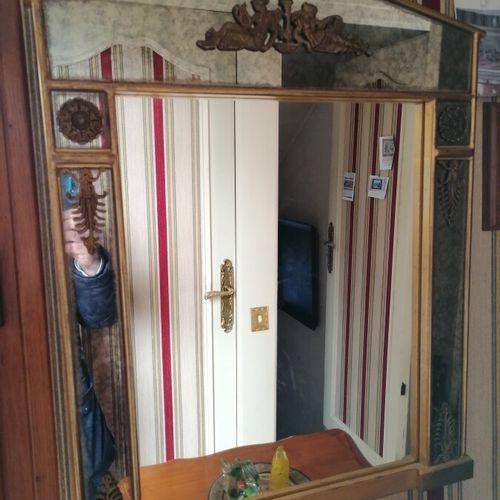 (Couloir) Miroir à fronton style Empire. H 74 ; l 57 cm