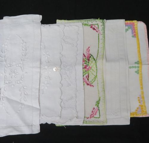 Lot de 6 pochettes pour serviettes ou mouchoirs en coton et lin brodé et ajouré.…