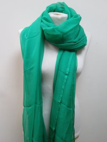 Square in green chiffon. 120 x 120 cm